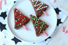 Op zoek naar een lekker recept dat je bijvoorbeeld bij de koffie kunt serveren of als toetje? Deze kerstboom brownies zien er niet alleen heel erg leuk uit, maar ze zijn ook nog eens makkelijk te maken en erg lekker! Recept voor circa 5-6 kerstboompjes Tijd: 20 min. Benodigdheden: 1 brownie of een chocoladecake (zelfgemaakt...Lees Meer »