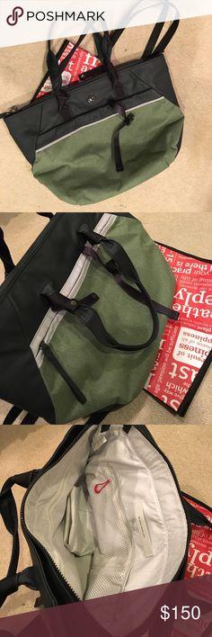 Lululemon everything bag Lululemon everyday bag. Large with lots of pockets. Gently used. Includes shoe bag lululemon athletica Bags