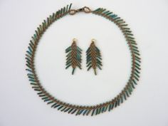 DIY Jewelry: FREE beading pattern for necklace and earrings, using St. Petersburg stitch with bugle beads for fringe/feather effects (good for beginner).