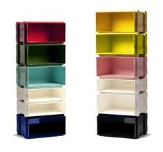 COLOUR STACK opbevarings moduler.  Modulerne kan anvendes til opbevaring af ting, bøger, magasiner og ringbind. I produktion efteråret 2011. Design: Henriette W. Leth