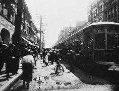 """Publication: Montreal 1900-1930. L'heure de pointe sur """"La Main"""", boul…"""