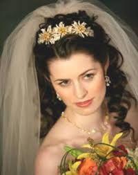 resultado de imagen para peinados pelo suelto de novias con tiara y velo