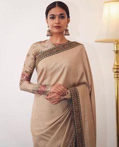 Top Latest and Trendy Blouse Designs For Saree - Tikli South Indian Bride Saree, Indian Sarees, Sabyasachi Sarees, Bollywood Saree, Bollywood Fashion, Silk Sarees, Dress Indian Style, Indian Wear, Saree Trends