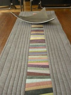 Patchwork & Cía: Table Runner - I love the soft colors of this one and simple quilting.: