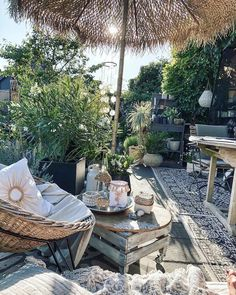 Holidays on Balkonien - destination outdoor oasis! Home sweet home. Zu Hause ist es am schönsten. … Holidays on Balkonien – destination outdoor oasis! Outdoor Rooms, Outdoor Dining, Outdoor Decor, Patio Dining, Dining Rooms, Outdoor Bedroom, Dining Table, Outdoor Ideas, Backyard Patio