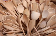 Wooden spoons can be a cook's best friend -- strong enough to stir unusually thick mixtures, yet gentle enough for your best nonstick pots and pans. Seasoning new wooden spoons. Wooden Spoon Crafts, Wood Spoon, Wooden Spoon Carving, Wood Burning Crafts, Wood Burning Patterns, Carved Spoons, Diy Cutting Board, Wooden Kitchen, Kitchen Dining