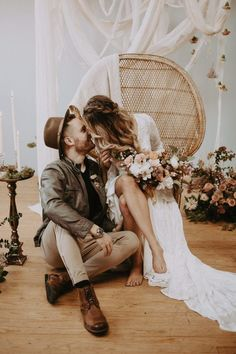 Holloway House in Oklahoma City provided the perfect blank slate for this Southwestern wedding inspiration. Local Embers & Co photographed the styled shoot. inspo Modern Southwestern Wedding Inspiration at Holloway House Wedding Bells, Boho Wedding, Dream Wedding, Wedding Day, Perfect Wedding, Rustic Wedding, Budget Wedding, Wedding Tips, Luxury Wedding