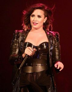 Demi Lovato - Demi World Tour 2014