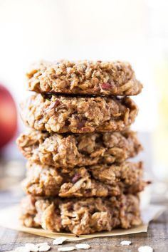 These apple pie quinoa breakfast cookies are a great way to start the day. Packed with fiber, protein and healthy fats, they're sweet, satisfying and tasty!