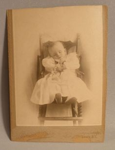 Post-Mortem-Cabinet-Photo-of-Baby-in-a-Chair