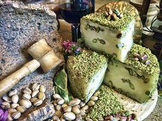 Formaggio di pecora con scaglie di pistacchi di Bronte di David Russo... Fromage de brebis de pistaches grillées...
