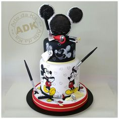 Mickey Mouse cake Mickey And Minnie Cake, Bolo Mickey, Mickey Cakes, Minnie Mouse Cake, Mickey Party, Cupcakes, Cupcake Cakes, Cupcake Ideas, Gorgeous Cakes