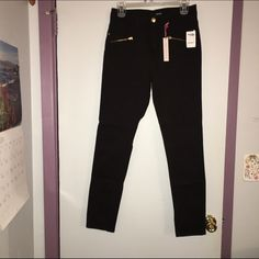 High waisted black jeggings Never worn, very comfortable though! Just too big :( If you disagree with price just let me know! I'm willing to negotiate 😊 refuge Jeans Skinny