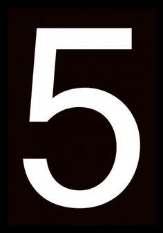 Number 5, poster. Svartvit affisch med siffra. Svartvit poster med grafisk siffra i stilren font. Kombinera denna poster i ett tavelcollage med till exempel vita posters på vägg för att skapa en fin kontrast, men fungerar lika bra ensam i ram eller klämma.