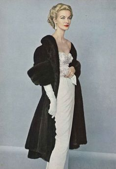 Sunny Harnett in a white dress and black fur coat, November Vogue Bazaar September 1951 Vintage Vogue, Vintage Glamour, Moda Vintage, Vintage Beauty, Vintage Fur, Fifties Fashion, Retro Fashion, Vintage Fashion, High Fashion