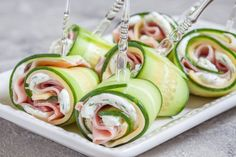 Cucumber Rolls with Ham and Cheese Ahhh. My mind immediately wanders to backyard barbecues, garden parties and outdoor festivities. In reality, spring in the northwest is a combustible combination of all four seasons, often … Cucumber Rolls, Cucumber Sandwiches, Slim Fast, Healthy Snacks, Healthy Eating, Healthy Recipes, Keto Recipes, Best Appetizers, Appetizer Recipes