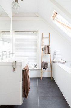 40 grey slate bathroom floor tiles ideas and pictures Grey Slate Bathroom, Small Bathroom, Bathroom Ladder, White Bathrooms, Bathroom Ideas, Bathroom Cupboards, Bathroom Floor Tiles, Bad Inspiration, Bathroom Inspiration