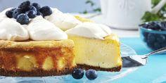 Stekte ostekaker er de beste! Friske blåbær er godt følge.