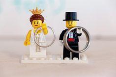リングピローって白くてフリフリなものが多くて好みじゃない…!そんな婚約カップルに贈る、おしゃれで個性的デザインの海外リングピロウ達です・・・