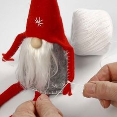 Risultati immagini per tuto gnome de noel Swedish Christmas, Christmas Makes, Christmas Gnome, Scandinavian Christmas, Christmas Projects, Scandinavian Gnomes, Christmas Holidays, Felt Crafts, Holiday Crafts