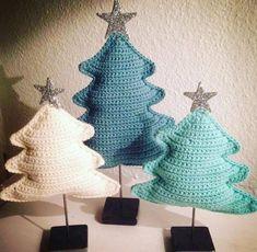 stjernedrys og juletræer - Tante tråd Crochet Christmas Decorations, Crochet Decoration, Crochet Christmas Ornaments, Christmas Knitting Patterns, Holiday Crochet, Crochet Home Decor, Handmade Christmas, Christmas Crafts, Yarn Crafts