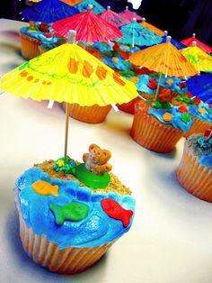 Beach teddy cupcakes! - :: curious cupcakes :: Beach Cupcakes, Kid Cupcakes, Blue Frosting, Blue Icing, Chocolate Peanut Butter Cupcakes, Banana Chocolate Chip Muffins, Teddy Graham Beach, Teddy Graham Cupcakes, Teddy Grahams