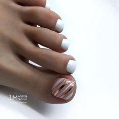 nails how to Gel Toe Nails, Feet Nails, Toe Nail Art, Pedicure Nail Art, Nail Manicure, Diy Nails, Pedicure Nail Designs, Jamberry Nails, Pretty Toe Nails