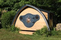 Hobbit Hole playhouses, chicken coops, doghouses, more! - Wooden Wonders' Hobbit Holes Bring the Magic of Middle-earth to Your Yard Hobbit Playhouse, Boys Playhouse, Hobbit Hole, The Hobbit, Dog Houses, Play Houses, Small Houses, Online Home Design, Home Design Magazines
