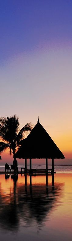 """モルディブ フォーシンズ リゾート """"インフィニティ プール""""  Infinity pool at Four Seasons Resort Maldives"""