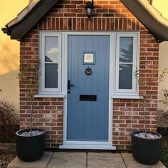 This customs chose Twilight Grey with contrasting Painswick outer frame. ❤️❤️❤️❤️Which colour combo would you… Best Front Doors, Grey Front Doors, Front Door Colors, Back Doors, Cottage Front Doors, Front Door Porch, Cottage Door, Solidor Door, Porch Extension