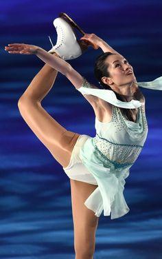 Hot Figure Skaters, Katharina Witt, Shizuka Arakawa, Women Figure, Ladies Figure, Volleyball Training, Gymnastics Photography, Beautiful Athletes, Yoga Dance