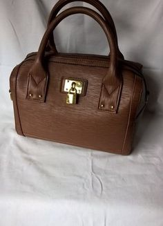 Kupuj mé předměty na #vinted http://www.vinted.cz/damske-tasky-a-batohy/kabelky/14120889-hneda-kabelka-do-ruky