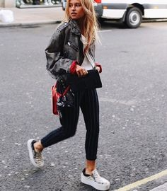 comfy and cute outfits Trendy Outfits, Spring Outfits, Cute Outfits, Fashion Outfits, Womens Fashion, 90s Fashion Grunge, 90s Grunge, Outfit Goals, Fashion Killa