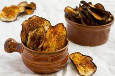 Egg Plant Chips Thinly sliced eggplant rounds sprinkled with homemade smoky seasoning and slow roasted until crisp. Dairy Free Recipes, Low Carb Recipes, Vegan Recipes, Cooking Recipes, Eggplant Chips, Roast Eggplant, Spicy Eggplant, Dehydrated Food, Chips Recipe