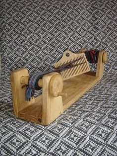 """Loom similar to the one depicted in """"le travail de la laine""""."""