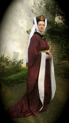 Houppelande with headdress - reconstruction of a 15th century Burgundian gown ...