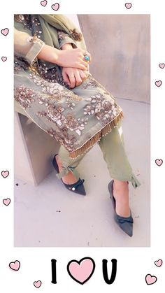 Fashion: Our Tips And Tricks Are Tops. If being a victim of fashion troubles you, it might surprise you to realize how simple it can be to f Cute Girl Poses, Girl Photo Poses, Girl Photos, Stylish Girls Photos, Stylish Girl Pic, Teen Photo Shoots, Bad Fashion, Zara, Stylish Dpz