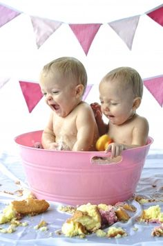 First Birthday cake smash clean up! Have a tub ready at the party :) so smart & cute pics!
