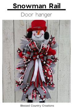 Christmas snowman wreath for your holiday decor and front door. Snowman Wreath, Christmas Snowman, Christmas Wreaths, Snowman Decorations, Christmas Decorations, Holiday Decor, Door Swag, Deco Mesh, Door Wreaths