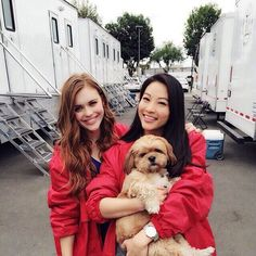 sterek: arden cho & holland roden on the set of teen wolf with chewy cho Scott Mccall, Mtv, Cenas Teen Wolf, Teen Wolf Season 5, Arden Cho, Wolf Love, Teen Wolf Cast, Stydia, Lydia Martin