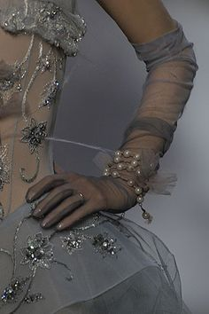 John Galliano for Christian Dior Haute Couture F/W Detail Christian Dior Couture, Couture Details, Fashion Details, Dress Dior, Couture Fashion, Fashion Show, Collection Couture, Touch Of Gray, John Galliano