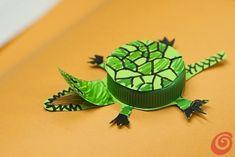 Lavoretti con tappi plastica: 101 idee di riciclo creativo Turtle, Crafts, Image, Celine, Arts And Crafts, Turtles, Manualidades, Tortoise, Handmade Crafts