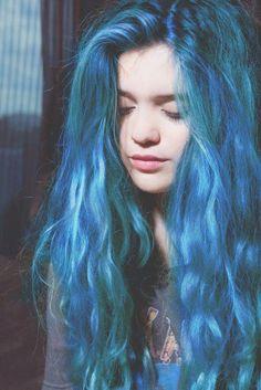 mavi renkli saç rengi