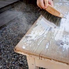 Comment décaper un meuble - Cheap Renovations, Diy Casa, Furniture Restoration, French Decor, Repurposed Furniture, Furniture Ideas, Rustic Design, Diy Kitchen, Kitchen Reno