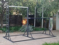 Simple rig with some cool features such as the strength ladder on the side. Crossfit Home Gym, At Home Gym, Outdoor Gym, Outdoor Playground, Gymnastic Rings Workout, Boxe Fitness, Gym Workouts, At Home Workouts, Calisthenics Equipment