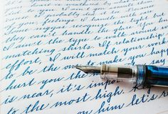 This perfect cursive. 18 Pieces Of Handwriting So Satisfying They'll Make Everything OK Again Pretty Handwriting, Improve Your Handwriting, Improve Handwriting, Handwriting Styles, English Handwriting, Handwriting Examples, Cursive Handwriting Practice, Cursive Alphabet, Spanish Alphabet