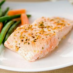 Salmon helps your heart! Super-rich in fatty acids, salmon can effectively reduce blood pressure and keep clotting at bay. Aim for two servings per week, which may reduce your risk of dying of a heart attack by up to one-third. Healthy Foods To Eat, Healthy Fats, Healthy Eating, Healthy Recipes, Yummy Recipes, Bob Harper Recipes, Seafood Recipes, Cooking Recipes, Salads