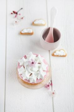 This Cherry Blossom Cake would DEFINITELY make the cut for my wall of food photos!