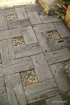 Salvaged wood and pebbles path: 27 DIY Reclaimed Wood Projects for your Homes Outdoor