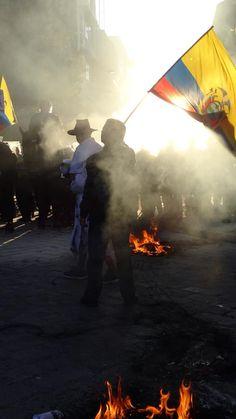 """Sciopero nazionale e mobilitazione indigena. 13 agosto, Ecuador. 1° riScatto urbano di Fosca Easydori Saranno conteggiati i """"Mi piace"""" al seguente post: https://www.facebook.com/photo.php?fbid=10205959631642195&set=o.170517139668080&type=3&theater"""